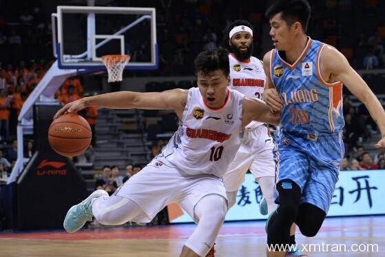 中国男篮里面谁会其他语种,其中占比是多少?